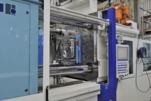 EAS Pressmag SP + Control unit installed on an injection machine